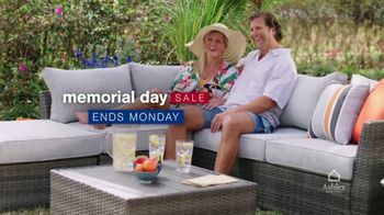 Ashley HomeStore Memorial Day Sale TV Spot, 'Ends Monday: Up to 25% Off, 0% Interest'