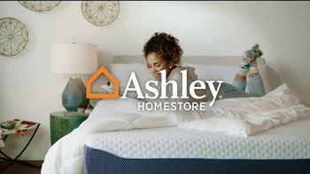 Ashley HomeStore Venta de Memorial Day TV Spot, 'Base ajustable gratis y Ashley Cash' [Spanish] - Thumbnail 1