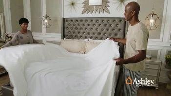 Ashley HomeStore Memorial Day Mattress Sale TV Spot, 'Save $500 on Adjustable Sets' - Thumbnail 1