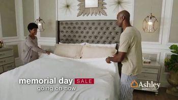 Ashley HomeStore Memorial Day Mattress Sale TV Spot, 'Save $500 on Adjustable Sets' - Thumbnail 2
