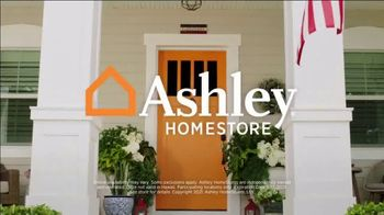 Ashley HomeStore Memorial Day Sale TV Spot, 'Up to 30% Off and No Interest: Dining Set and Bed' - Thumbnail 8