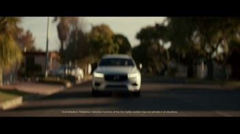 2021 Volvo XC60 TV Spot, 'For Everyone's Safety' Song by Dan Romer [T2] - Thumbnail 4