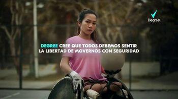 Degree Deodorants TV Spot, 'Todos debemos sentir la libertad de movernos con seguridad' canción de Lee Richardson [Spanish] - Thumbnail 5