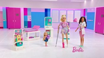 Barbie Fast Cast Clinic TV Spot, 'Everyday Hero' - Thumbnail 8