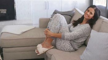 Cato Fashions Live Well Athleisure TV Spot, 'Comfortable and Cozy' - Thumbnail 8