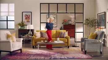 La-Z-Boy St. Patrick's Day Sale TV Spot, 'So Many Colors' Featuring Kristen Bell - Thumbnail 3