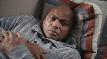 Capital One TV Spot, 'All Aboard' Featuring Charles Barkley, Spike Lee, Samuel L. Jackson, Gladys Knight - Thumbnail 7