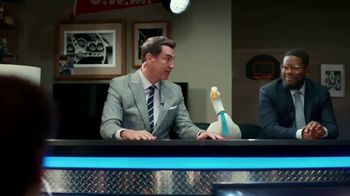 Aflac TV Spot, 'Half-Court Hurt' Featuring Rob Riggle, Lil Rel Howery - Thumbnail 3