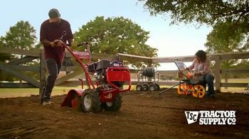 Tractor Supply Co. TV Spot, 'Spring Is Alive' - Thumbnail 3