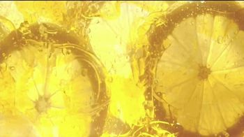 Garnier Brightening Serum Cream TV Spot, 'Piel radiante' canción de Lizzo [Spanish] - Thumbnail 1