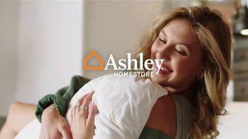 Ashley HomeStore Stars + Stripes Weekend Sale TV Spot, 'Free Adjustable Base, 0% Interest, $300' - Thumbnail 1