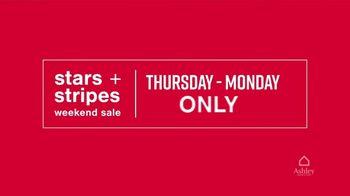Ashley HomeStore Stars + Stripes Weekend Sale TV Spot, 'Free Adjustable Base, 0% Interest, $300' - Thumbnail 3