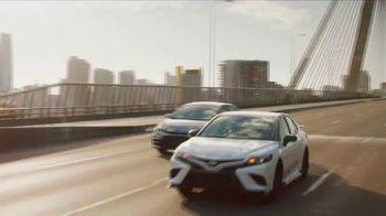 Toyota TV Spot, 'Aplausos' canción de Sia [Spanish] [T2] - Thumbnail 2