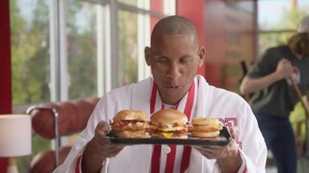 Wendy's Breakfast TV Spot, 'Reggie With the W' Featuring Reggie Miller, Kenny Smith - Thumbnail 3