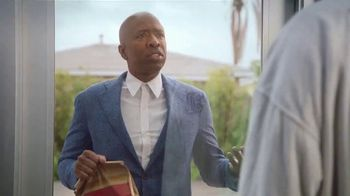 Wendy's Breakfast TV Spot, 'Reggie With the W' Featuring Reggie Miller, Kenny Smith - Thumbnail 6