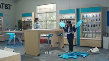 AT&T Wireless 5G TV Spot, 'Foam Hands: Mask' - Thumbnail 6