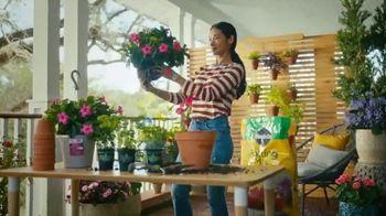 The Home Depot TV Spot, 'Trae la primavera' [Spanish] - Thumbnail 9