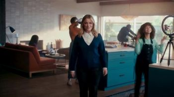 XFINITY Spot, 'The Bennetts Get to Work: $54.99' Featuring Amy Poehler - Thumbnail 4
