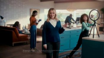 XFINITY Spot, 'The Bennetts Get to Work: $54.99' Featuring Amy Poehler - Thumbnail 6