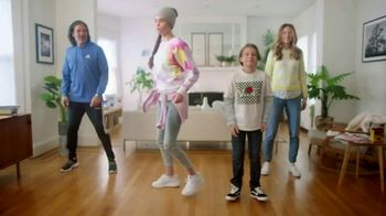 Kohl's TV Spot, 'Epic Deals: Spring Tops, Sandals and Bedding' Song by Oh, Hush! - Thumbnail 9