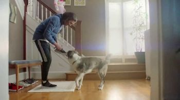 Kohl's TV Spot, 'Epic Deals: Spring Tops, Sandals and Bedding' Song by Oh, Hush! - Thumbnail 3