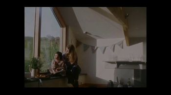 Airbnb TV Spot, 'Made Possible by Hosts: I Got You Babe' Song by Goldspot - Thumbnail 7