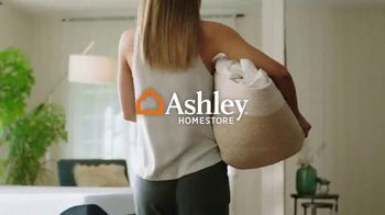 Ashley HomeStore Spring Semi-Annual Sale TV Spot, 'Colchones: 0% intereses' [Spanish] - Thumbnail 1