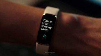Fitbit Luxe TV Spot, 'Patterns: Sleepy Kimmy' Song by Brett - Thumbnail 4