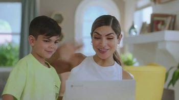 Google Chromebook TV Spot, 'Domingo en familia: primer día' con Alejandra Espinoza [Spanish] - Thumbnail 8