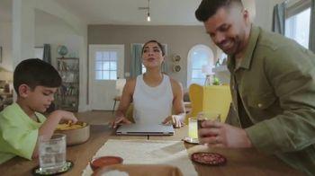 Google Chromebook TV Spot, 'Domingo en familia: primer día' con Alejandra Espinoza [Spanish] - Thumbnail 3