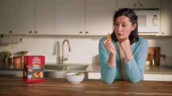Town House Crackers TV Spot, 'Craving Adventure: Dipping Thins' - Thumbnail 2