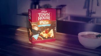 Town House Crackers TV Spot, 'Craving Adventure: Dipping Thins' - Thumbnail 4