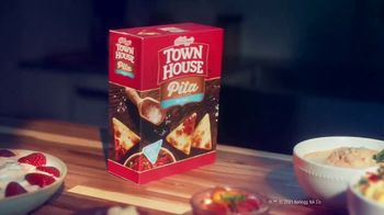 Town House Crackers TV Spot, 'Craving Adventure: Dipping Thins' - Thumbnail 9