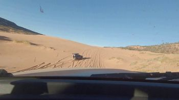 Land Rover Defender TV Spot, 'Outdoors: Sand Driving' [T1] - Thumbnail 5