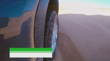 Land Rover Defender TV Spot, 'Outdoors: Sand Driving' [T1] - Thumbnail 7