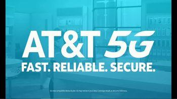 AT&T Wireless 5G TV Spot, 'New Putter' - Thumbnail 8