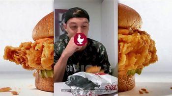 Zaxby's Signature Sandwich TV Spot, 'Speak Spicy' - Thumbnail 7