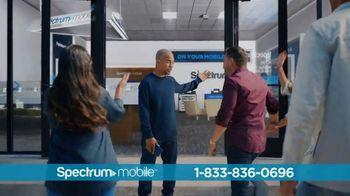 Spectrum Mobile TV Spot, 'Ahorra hasta 40%: plan de datos ilimitados: $45 dólares' con Ozuna [Spanish] - Thumbnail 4