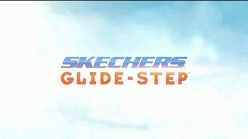 SKECHERS Glide-Step TV Spot, 'Flotar' [Spanish] - Thumbnail 1