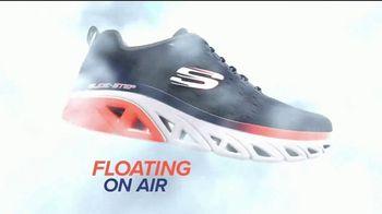 SKECHERS Glide-Step TV Spot, 'Flotar' [Spanish] - Thumbnail 3
