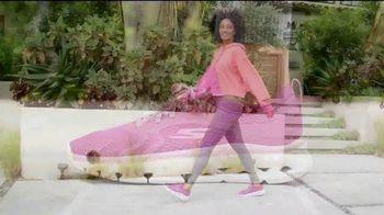 SKECHERS Glide-Step TV Spot, 'Flotar' [Spanish] - Thumbnail 4