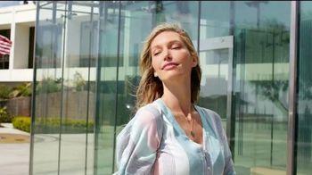 SKECHERS Glide-Step TV Spot, 'Flotar' [Spanish] - Thumbnail 5