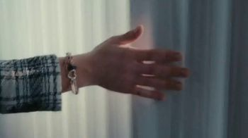 Pandora Moments Charm Holders TV Spot, 'It's Your Story, Wear It Your Way' Song by The Smocks - Thumbnail 5