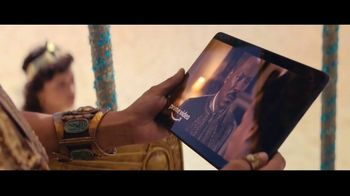 Amazon Prime TV Spot, 'Cleopatra Has a Change of Heart' Song by Sniff 'N' Tears - Thumbnail 5