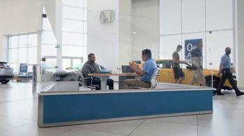 Honda TV Spot, 'Momento de ayuda: sorpresa en el Dealership' [Spanish] [T2] - Thumbnail 1