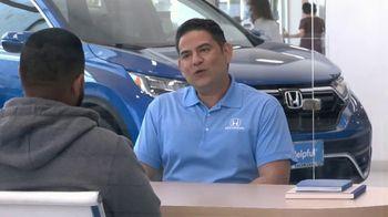 Honda TV Spot, 'Momento de ayuda: sorpresa en el Dealership' [Spanish] [T2] - Thumbnail 2