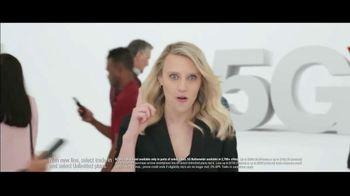 Verizon TV Spot, 'Biggest Upgrade Ever: Up to $800' Featuring Kate McKinnon - Thumbnail 2