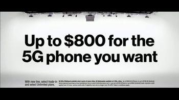 Verizon TV Spot, 'Biggest Upgrade Ever: Up to $800' Featuring Kate McKinnon - Thumbnail 7