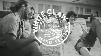 White Claw Hard Seltzer TV Spot, 'Fiesta en la piscina' canción de Monica Lionheart [Spanish]