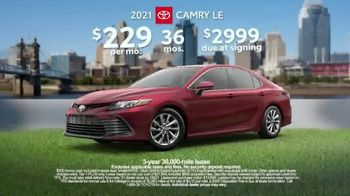 Toyota Run the Numbers Summer Getaway TV Spot, 'Competition: Sedans' [T2] - Thumbnail 9